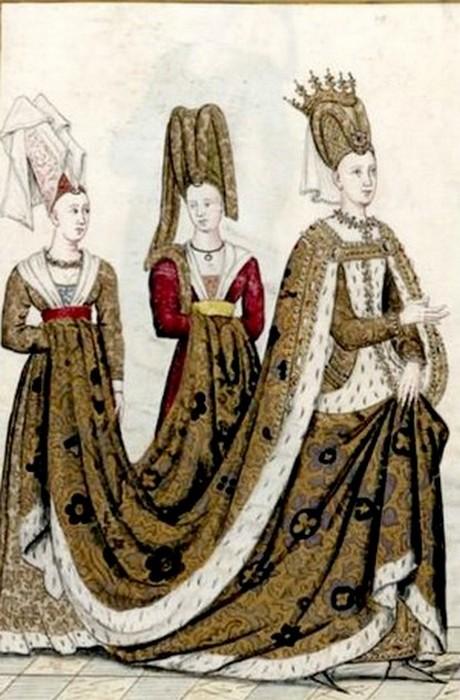 Королева проводила время в общении с фрейлинами и праздниках.